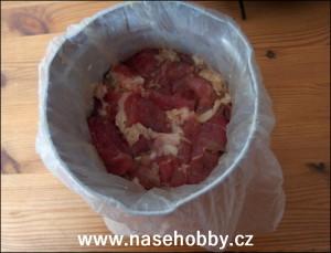 Do kovového šunkovaru je lepší maso vkládat v mikrotenu