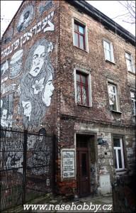 Některé-krakovské-barabizny-zdobí-osobité-graffiti