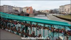 Jen jednomu ze sto třiatřiceti vratislavských mostů a můstků se říká Most zamilovaných